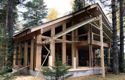 Теперь монтаж окон. Окна - деревянные, изготовление - 45 рабочих дней.