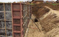Допраспорки для укрепления. Вес конструкции огромен. А заливка бетоном - сложный процесс.