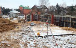 А рядом кирпичные дома из девяностых... Вот как теперь дорабатывать такие постройки? .... Реконструкция...