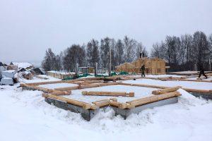 Домокомплект выполнен из комбинированного клееного бруса кедр/ сосна. Общий объем стенового материала 315,6м3.