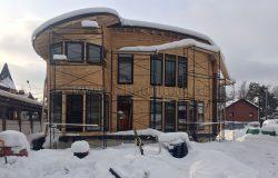 Вот такой необычный круглый дом из клееного бруса.