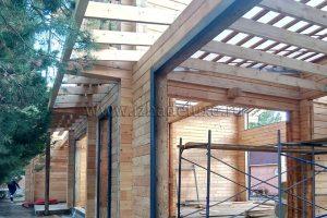 Завершен монтаж стропильной системы дома из комбинированного клееного бруса Абинск