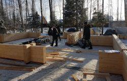 На сборке работает бригада Евгения Лещева.