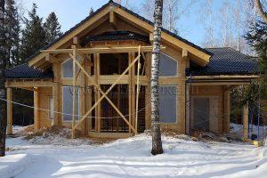 Продолжается строительство дома, гаража и беседки на объекте «Усадьба Комарики».
