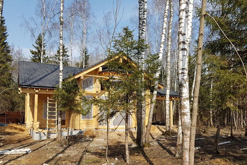 Строительство дома из клееного бруса «Усадьба Комарики».