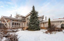 Великолепный дом и прекрасная Ель! :)