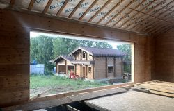 Вид из дома на постройку.