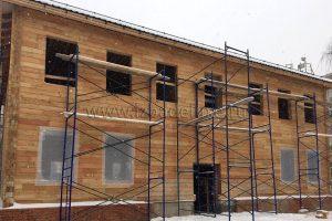 Офисное здание из лиственницы в Москве. Завершен монтаж стен.