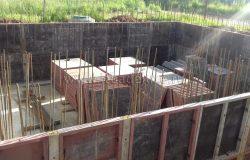 Вязка армокаркасов стен. Самый долгий процесс в цоколях.