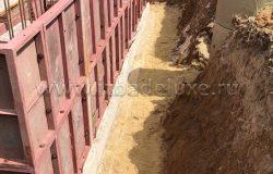 Установка опалубки и вязка арматуры стен цоколя.