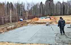 Залились. Весь бетон с противоморозными добавками. Но нам везет, погода отличная. :)