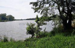 На берегу реки.... Красивое место...