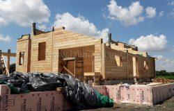 Конструкция дома - сложная, комбинированная. Часть имеет безусадочный конструктив, часть - стандартный. А вот соединить это - искусство конструкторов! :) Ребята, вы - лучшие!